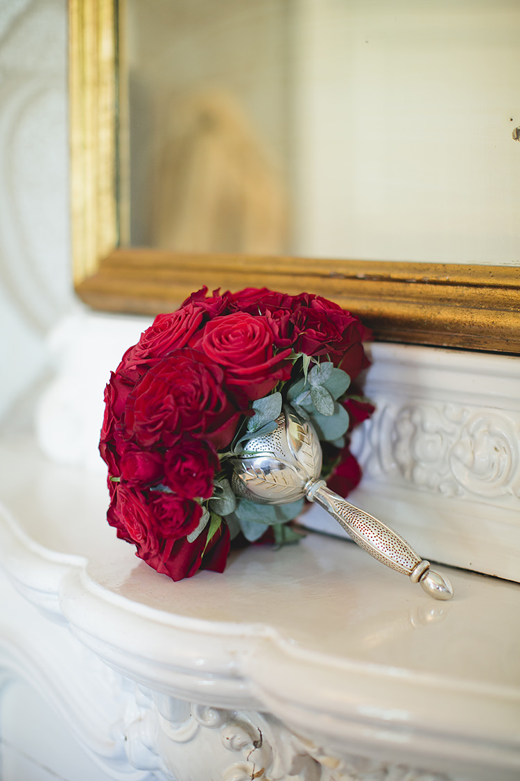 Red Rose Bouquet Flowers Bride Bridal Grand Classic Beauty City Sweden Wedding http://smallpigart.se/en/