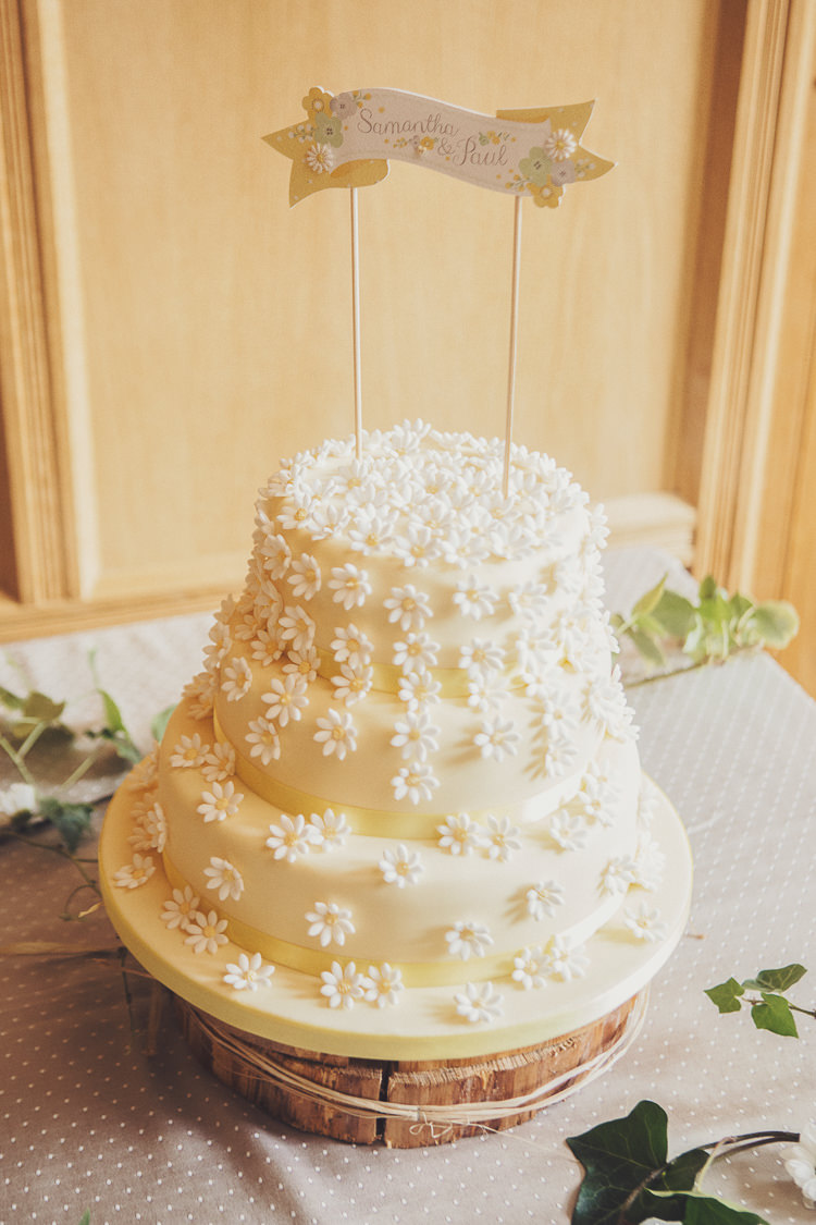 Daisy Cake Quirky Relaxed Yellow Country Wedding http://www.mr-and-mrs-wedding-photography.co.uk/