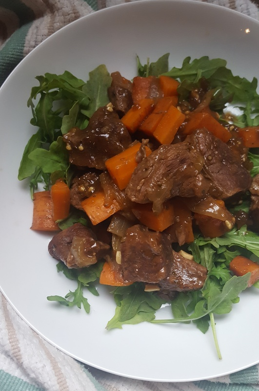 Braised beef with carrots & arugula