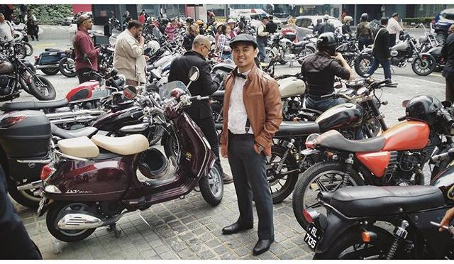 My Vespa LXV among the Triumphs, Harley Davidsons, Royal Enfields, Nortons, and some of the rarest breed of bikes you ever seen.  #TheGentlemansRide #DGRKL15 #DGRKL2015 #TheRGDapper #DapperUpSaturday @riders_garage @ridersgarage