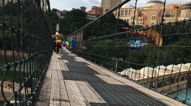 Penyesalan sebenarnya naik suspension bridge ni berkaki ayam. Dah faham perasaan kena bbq.  p/s: Thanks @astromalaysia bagi tiket free #AstroFest