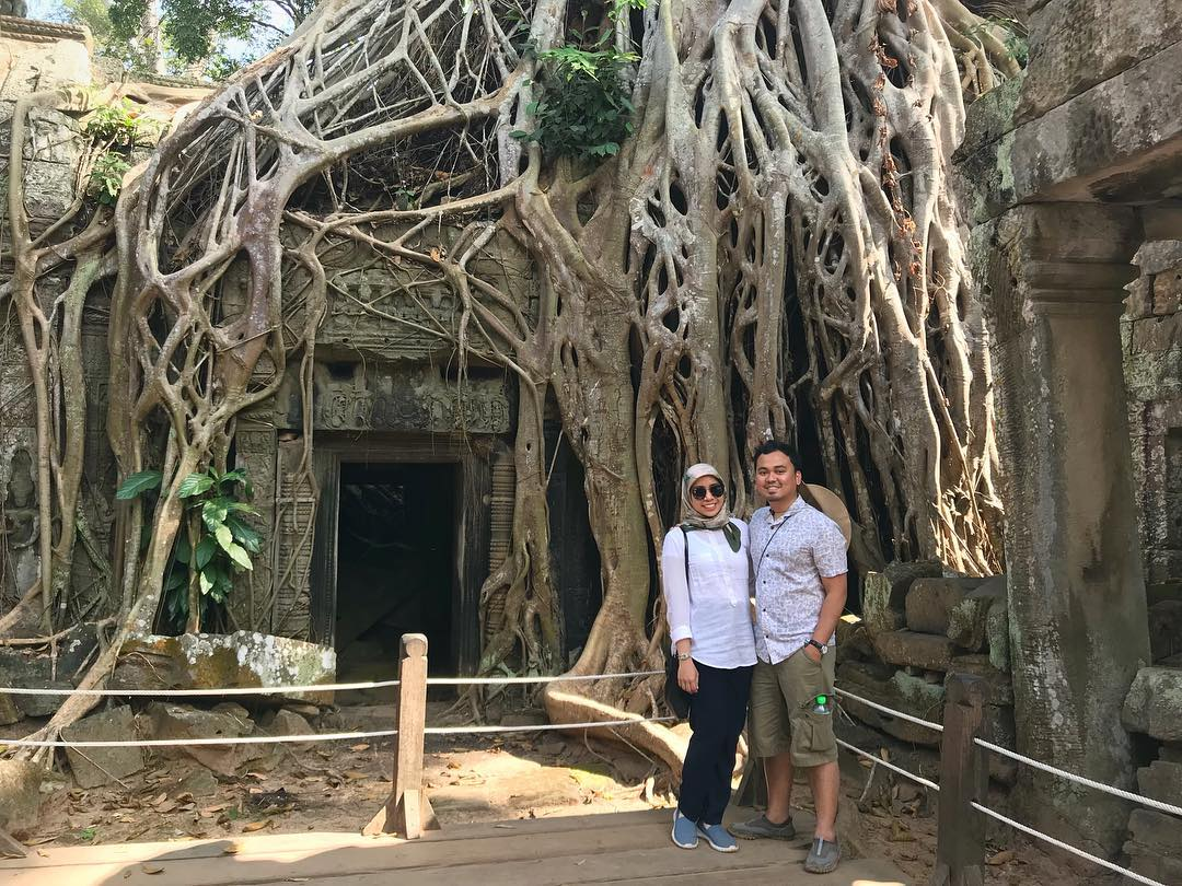 Ta Prohm or famously known as that 'Tomb Raider temple'. We stayed for almost 2 hours in this temple complex, including queuing to get the perfect shot.  Couldn't remember such a long queue 5 years back.  #NaimiIndoChinaTrip #Cambodia #SiemReap #AngkorWat #TaProhm