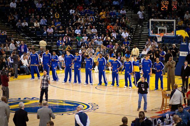 1024px-Golden_State_Warriors_line_up_pregame_vs_Pistons_2