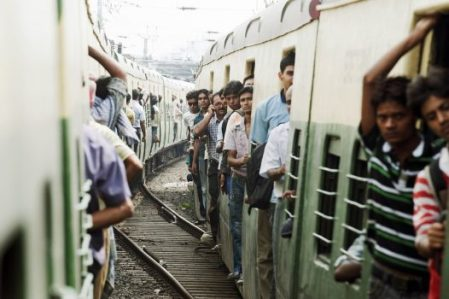 A view of passengers aboard trains connecting the suburbs of Kolkata, India. (UN Photo/Kibae Park)