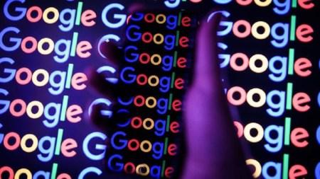 google-phone-hand