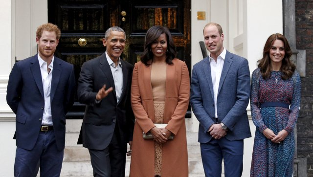 U.S. President Barack Obama and first lady Michelle Obama pose with Britain's Prince William, his wife Catherine, Duchess of Cambridge, and Prince Harry, upon arrival for dinner at Kensington Palace in London, Britain April 22, 2016. REUTERS/Kevin Lamarque/File photo