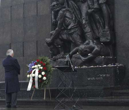 U.S. Secretary of State Rex Tillerson lays a wreath during a ceremony at the Warsaw Ghetto Uprising 1943 memorial marking the International Holocaust Remembrance Day, in Warsaw, Poland, Saturday, Jan. 27, 2018. Photo: Czarek Sokolowski, AP