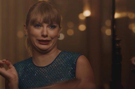 01-Taylor-Swift-Delicate-screenshot-billboard-1548