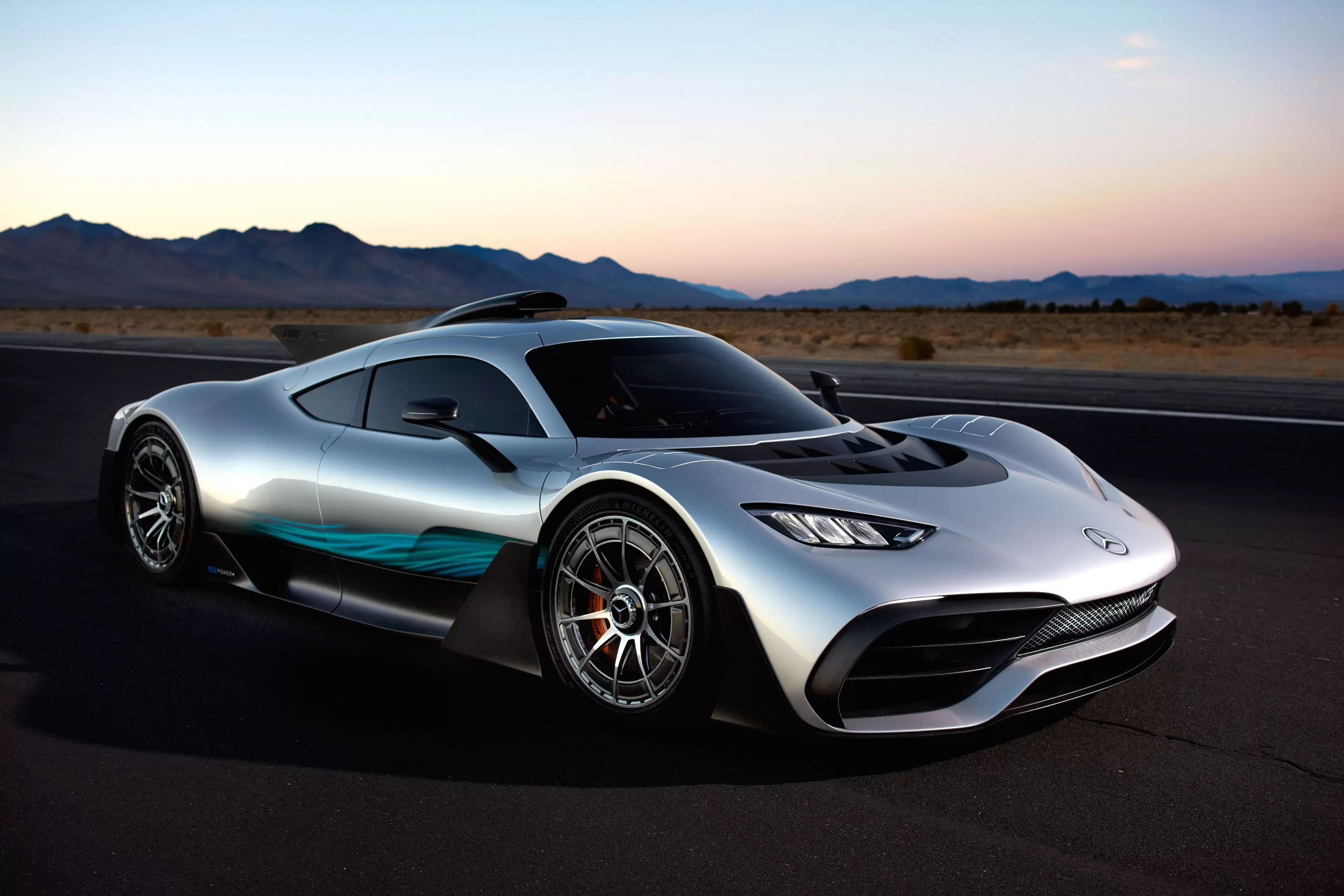 Mercedes Amg The Mercedes Amg Project One Is A 350kph Beast Of A Hypercar