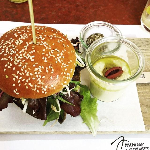 Burger_Joseph_Wien_mit_Kind