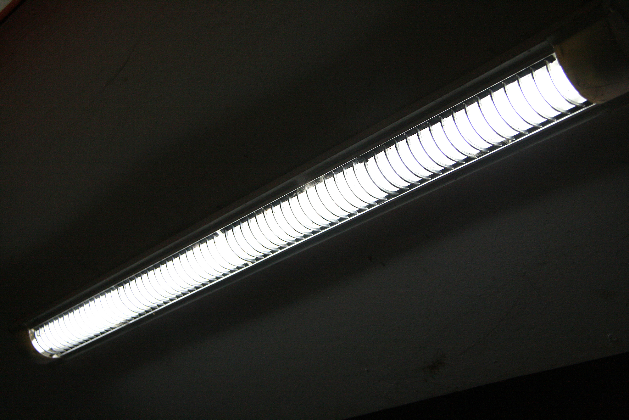 T12 Fluorescent Light Fixtures How To Replace The Ballast In A Fluorescent Lighting Fixture