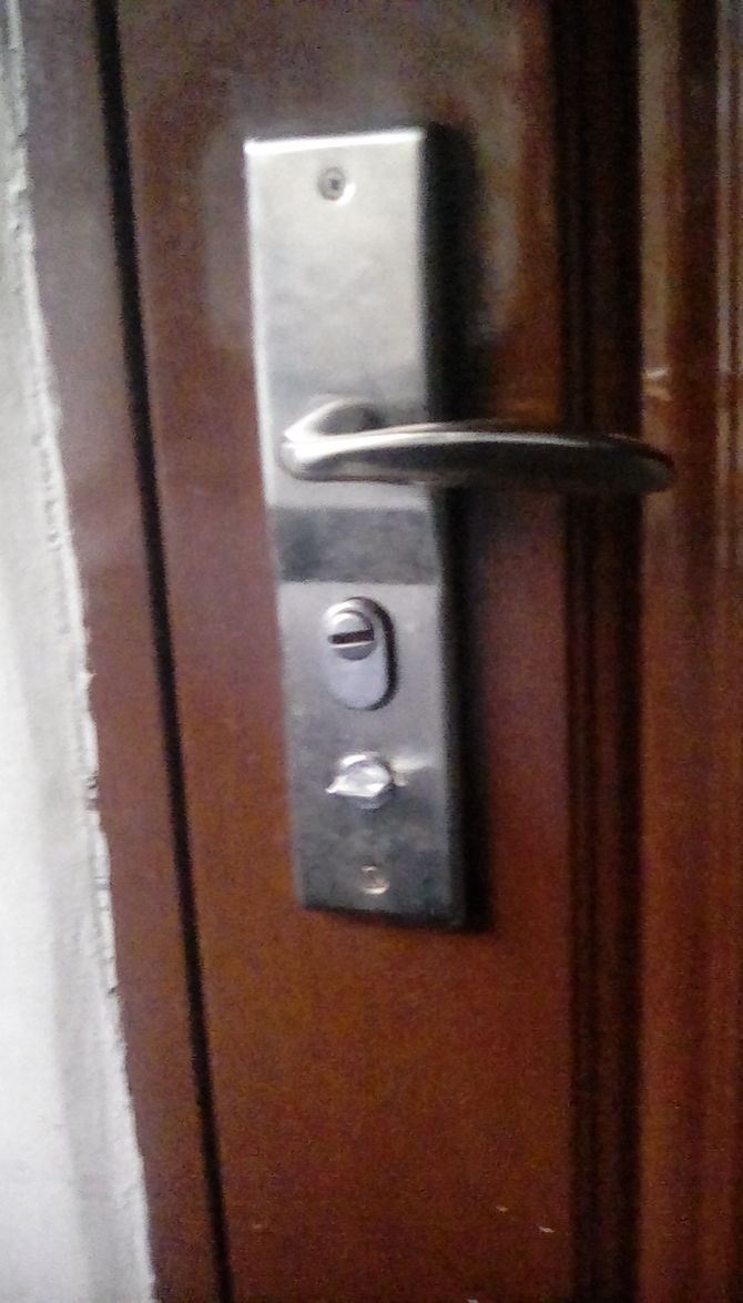 Push To Open Deur 6 Easy Ways To Open A Locked Door Wikihow