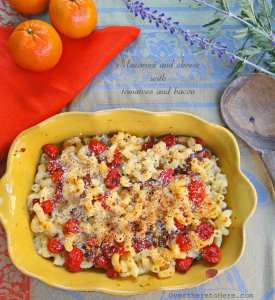 Macaroni and cheese with bacon and tomatoes
