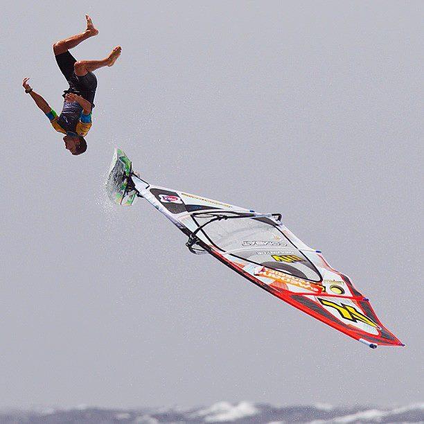 Ricardo Campello backlooping