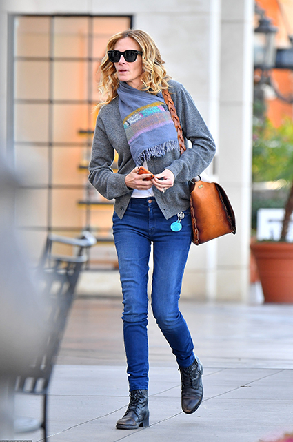 Hair Styling Devices Julia Roberts In A Gentle Casual Image In Los Angeles