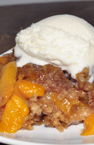 Crock Pot Peach Cobbler | Wishes and Dishes