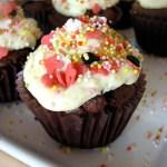 Babeczki czekoladowe z kremem śmietankowo-brzoskwiniowym