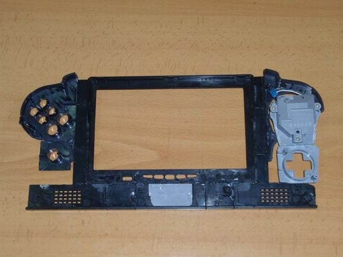 How this guy transform Nintendo 64 into A Handheld game console 26