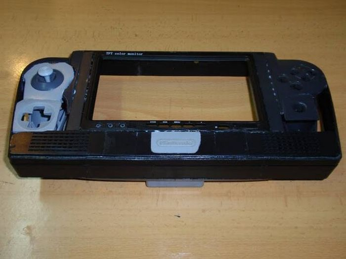 How this guy transform Nintendo 64 into A Handheld game console 33