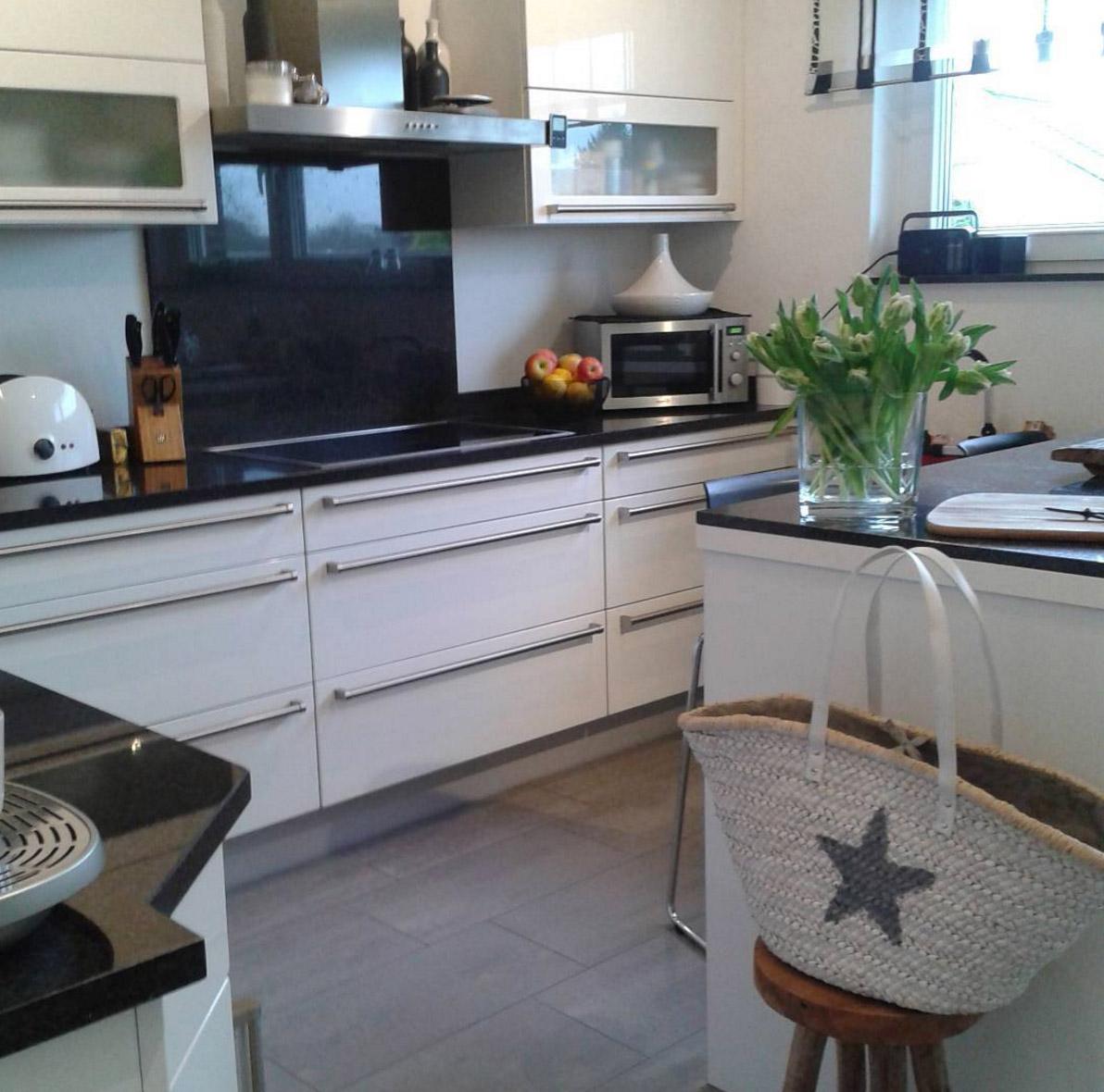 Graue Küche Weiße Arbeitsplatte   Welche Weisse Kuechen ...