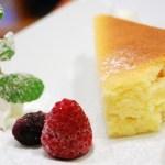 【動画】海外「めちゃくちゃ美味しそう!」大阪で大人気の「りくろーおじさんのチーズケーキ」が話題に…海外の反応