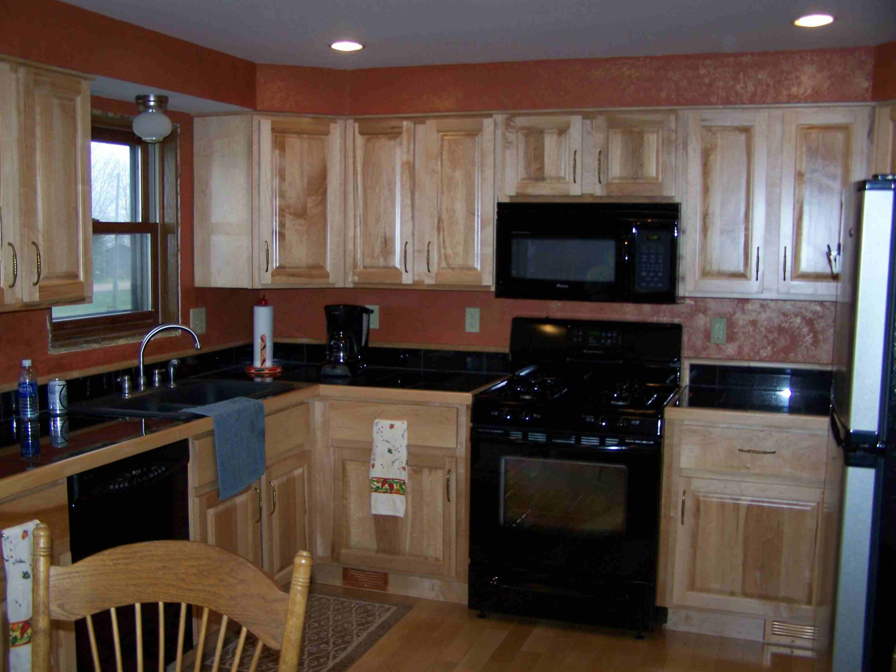 Maple Kitchen Cabinets With Marble Countertops Maple Kitchen