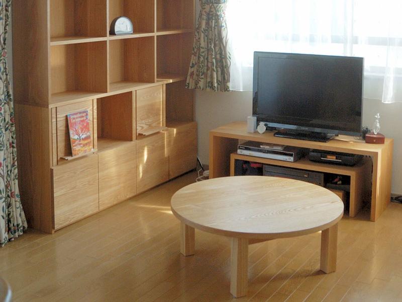 TANA タモ材の飾れる本棚、スタンダードローテーブル・ラウンドタイプ