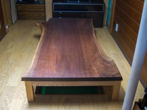 ウォールナット材三枚接ぎ天板ローテーブル
