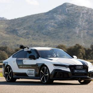 Watch the reaction of fans in Audi's super-fast driverless car