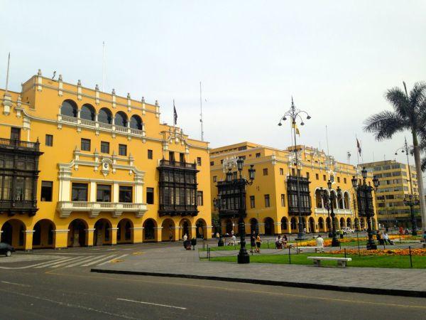 Plaza de Armas Municipal Palace