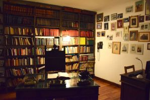 Finca Adalgisa Library