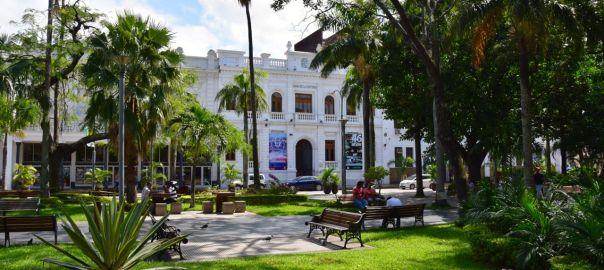 Santa Cruz Plaza 24 de Septiembre Square Green