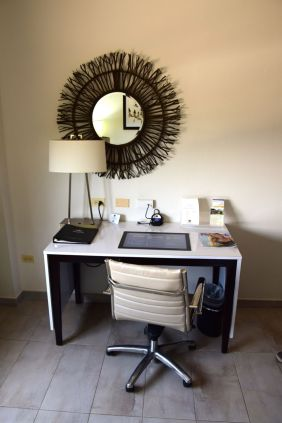 Best Western Premier Petion-Ville Room Desk