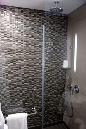 The Smallville Hotel Empire Suite Bathroom 1 Shower