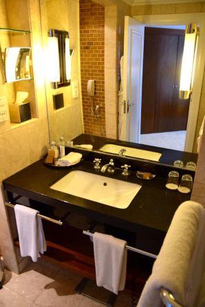 Grand Hyatt Amman Room Bathroom