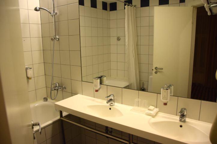 Hotel Kaunas Room Bath Shower