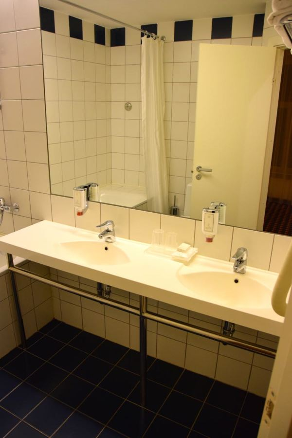 Hotel Kaunas Room Bath Sinks