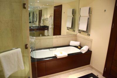 Hyatt Regency Thessaloniki Room Bath