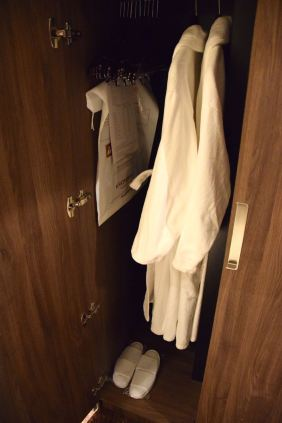Kronwell Room Closet