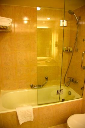 Movenpick Petra Room Bathroom Tub