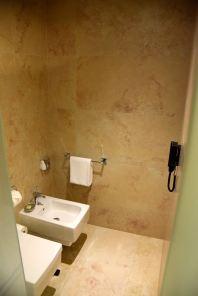 11 Mirrors Room Bath Toilet