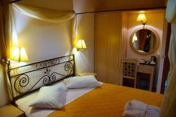 Hotel Acropole Room Mirror