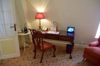 Hotel Schlossle Room Desk