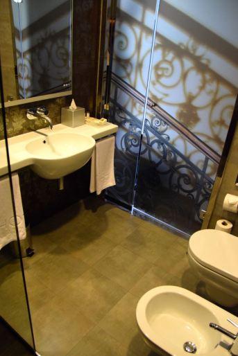 Palazzo Zichy Room Bathroom