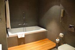 Holiday Inn Tbilisi Room Bath