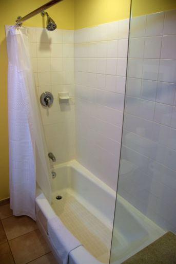 Courtyard Marriott Paramaribo Room Shower