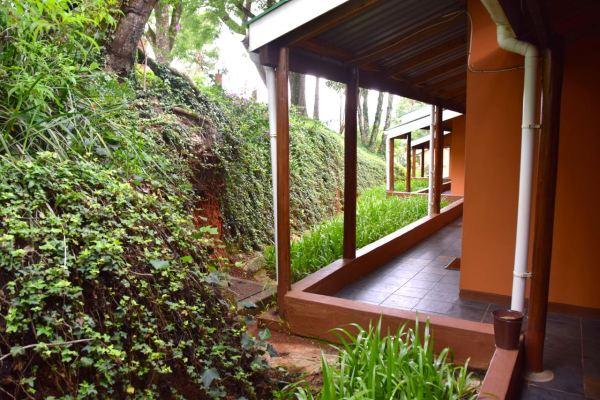 Mantenga Lodge Room Path