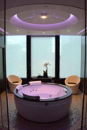 Excelsior Hotel Gallia Spa Hot Tub