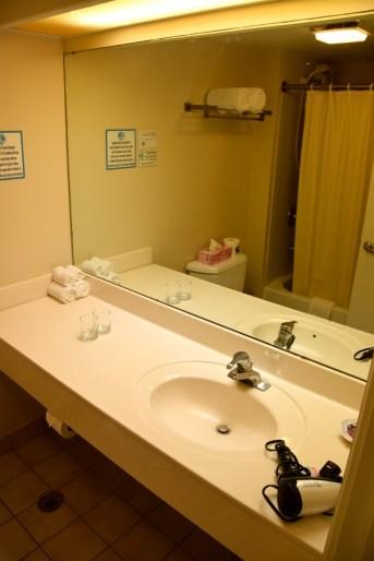 marshall-islands-resort-room-bathroom