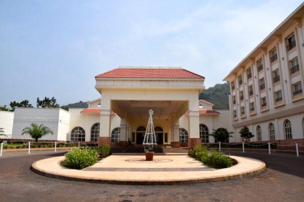 ledger-plaza-bangui-entrance